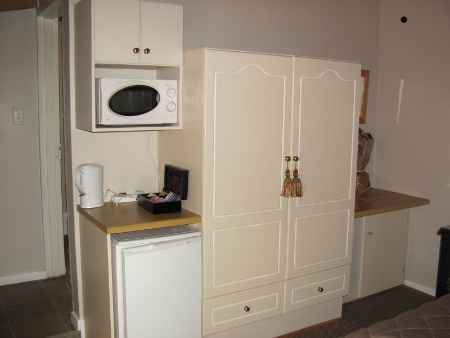 Cambridge-Guest-House-Leicester-Kitchenette