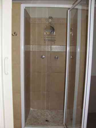 Cambridge-Guest-House-Old-Trafford-Shower