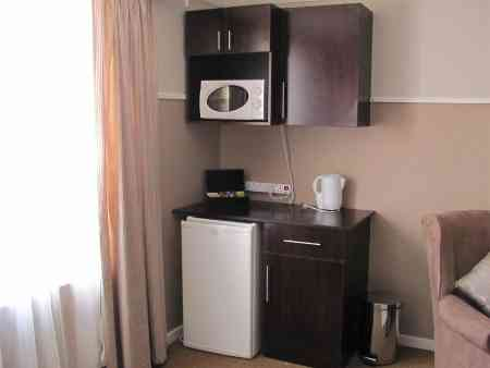 Cambridge-Guest-House-Piccadilly-Kitchenette