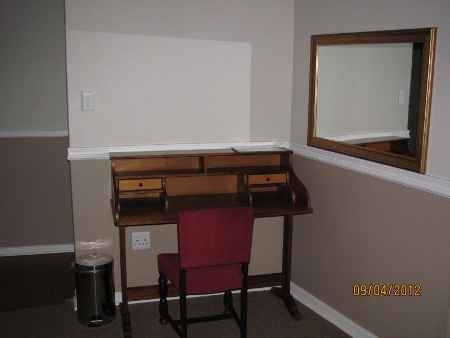 Cambridge Guest House Worcester Desk